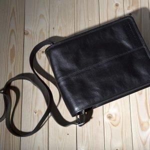 Стильная черная мужская сумка через плечо BRL-175