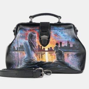 Удобная черная сумка с росписью ATS-3602
