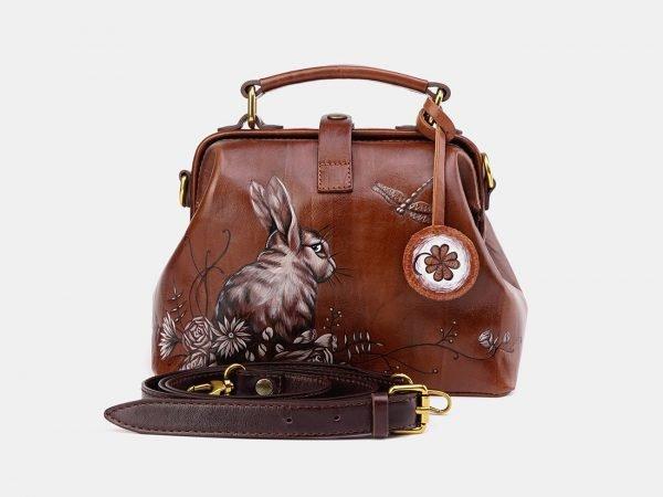 Функциональная светло-коричневая сумка с росписью ATS-3612